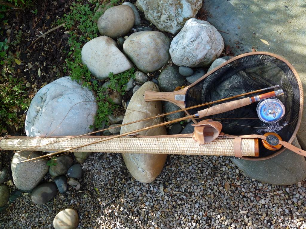 Te ika a maui bamboo fishing rod for Fly fishing maui